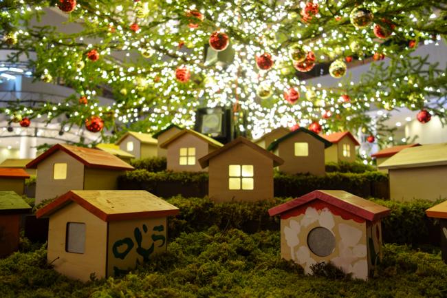 クリスマスツリーと家1105
